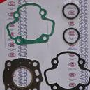 Pochette de joints haut moteur pour la Kawasaki KX 60 et la Suzuki RM 60.